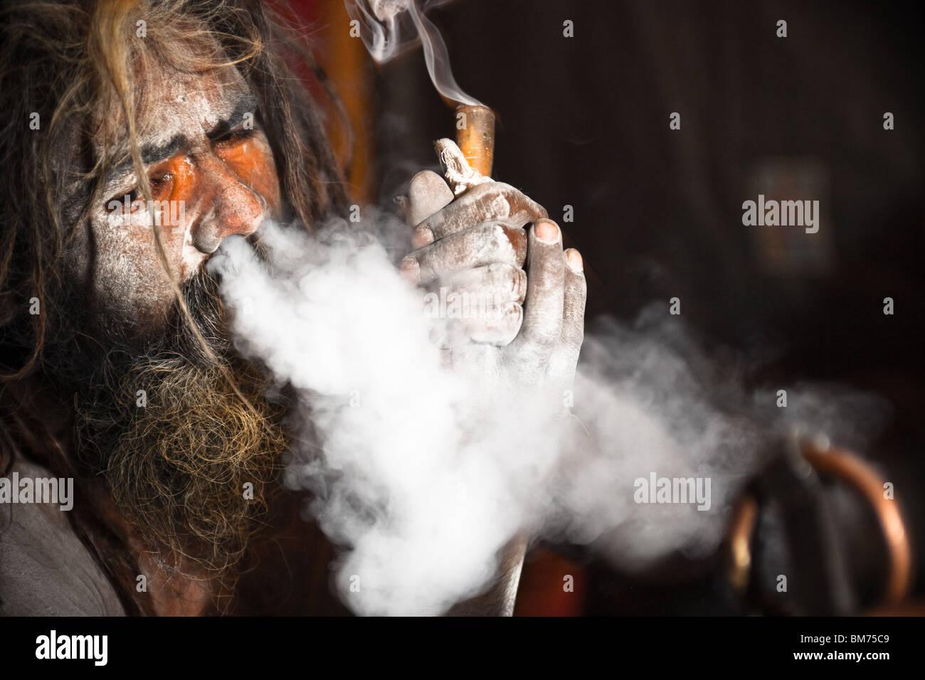Au cours de la Naga sadus Kumbh Mela 2010 haridwar inde. Photo Stock