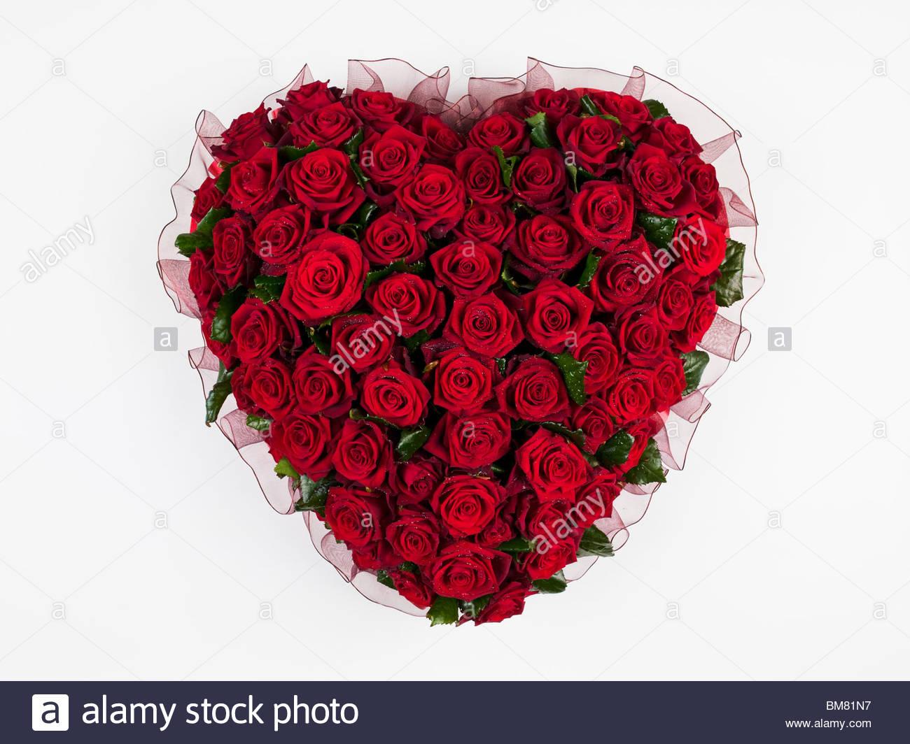 bouquet de fleurs, roses rouges en forme de cœur banque d'images
