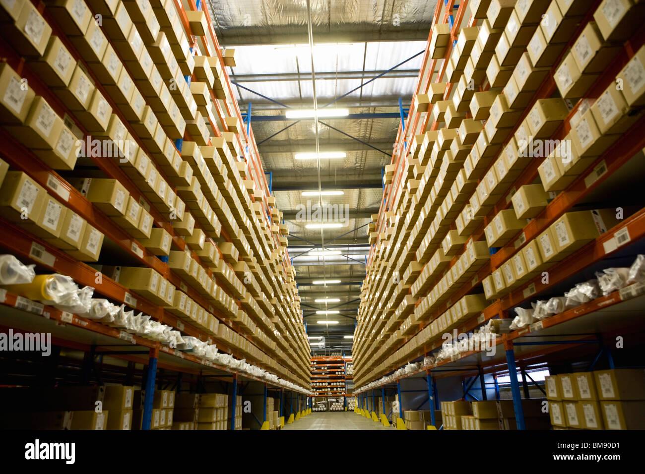 Entrepôt rempli de produits textiles enduits Photo Stock