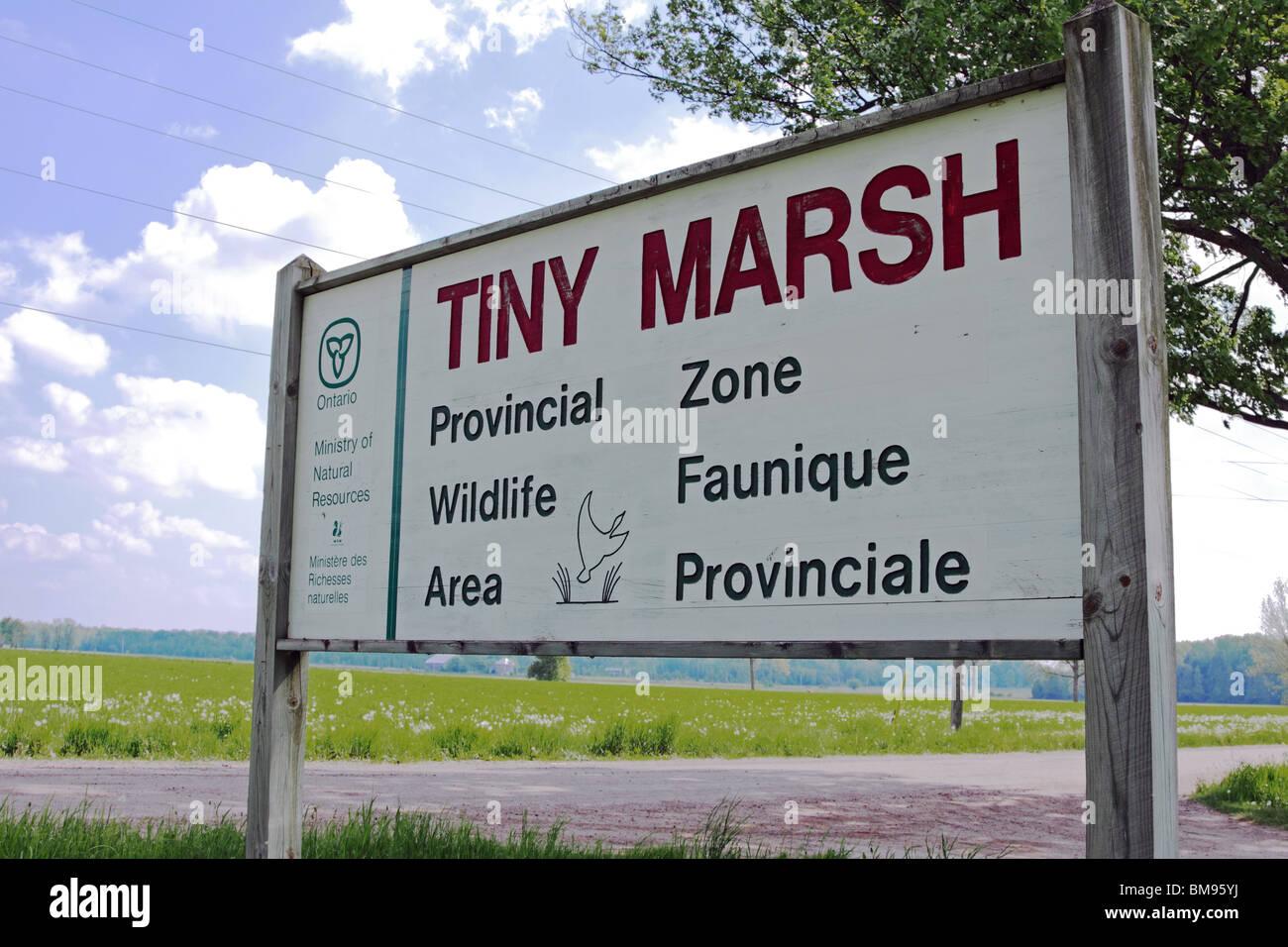 Le marais Tiny Faune Provincial sign géré par Ministère des Ressources naturelles de l'Ontario Photo Stock