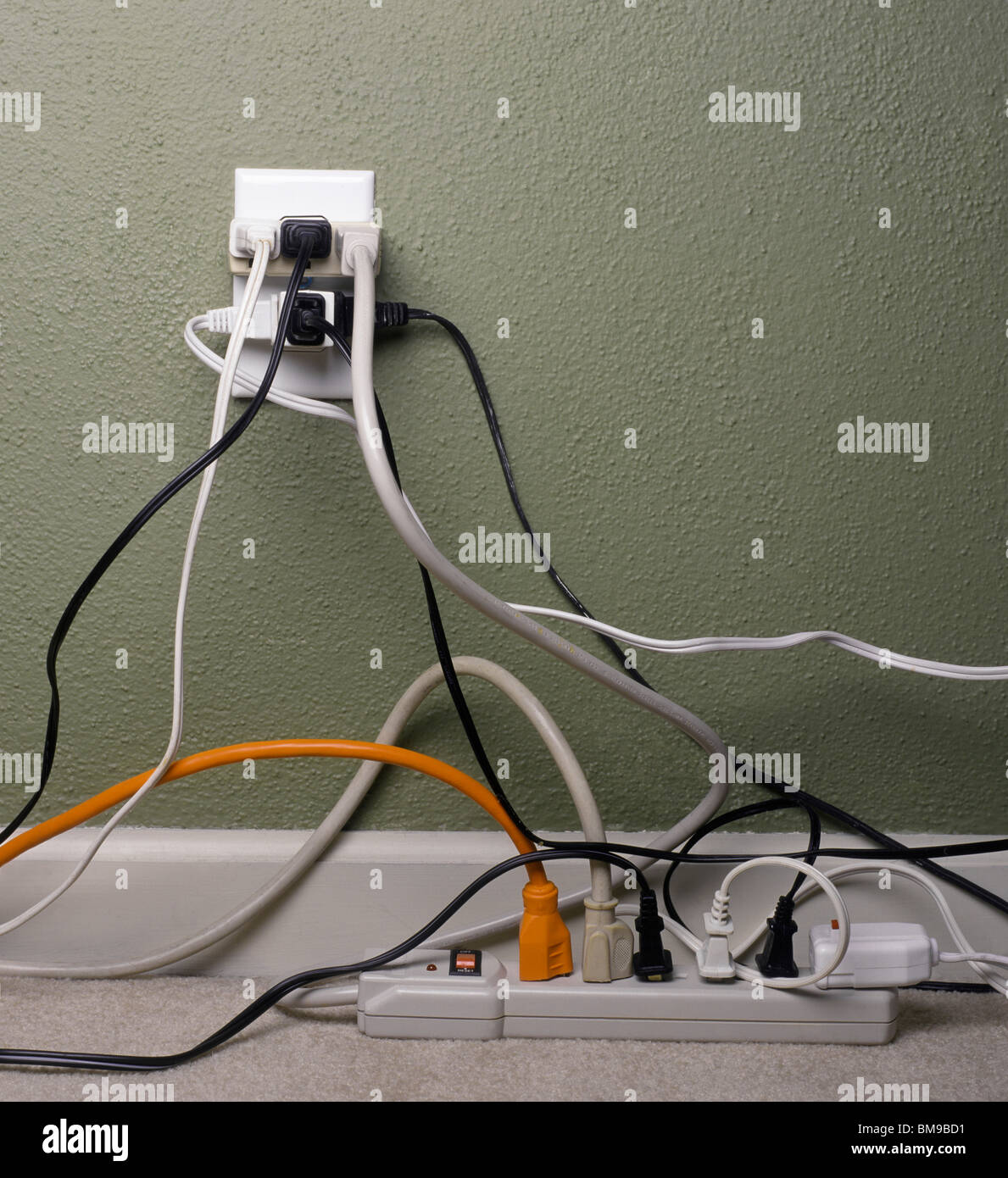 wiring chaos photos wiring chaos images alamy. Black Bedroom Furniture Sets. Home Design Ideas
