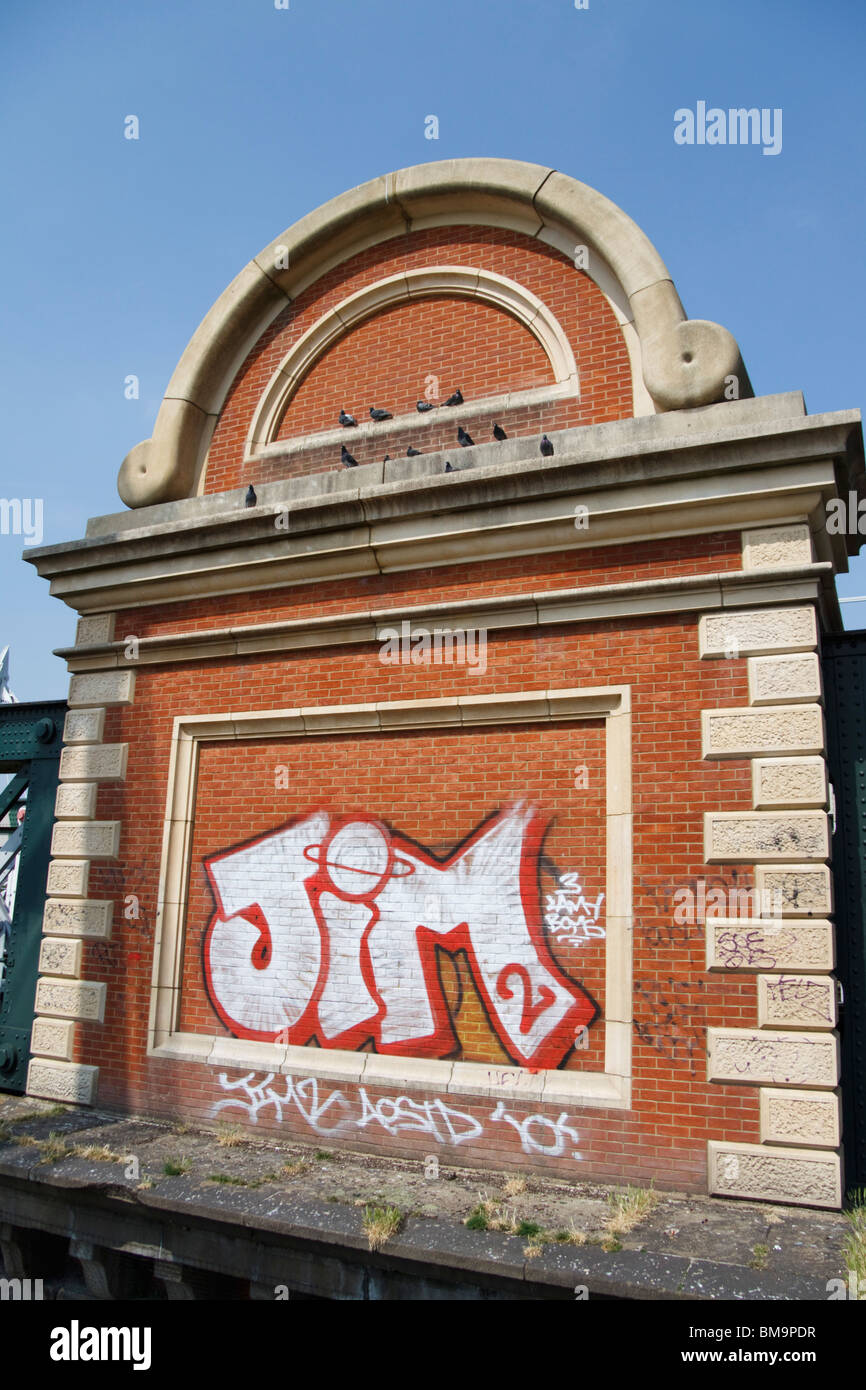 Graffiti sur un mur , , Londres , Angleterre Photo Stock