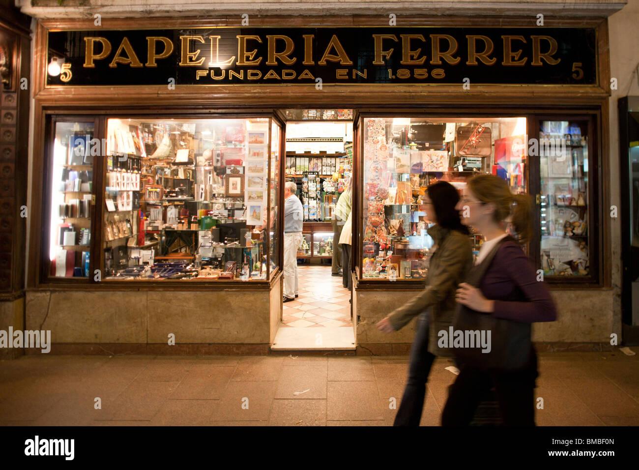Papeterie traditionnelle sur la rue Sierpes, Séville, Espagne Photo Stock