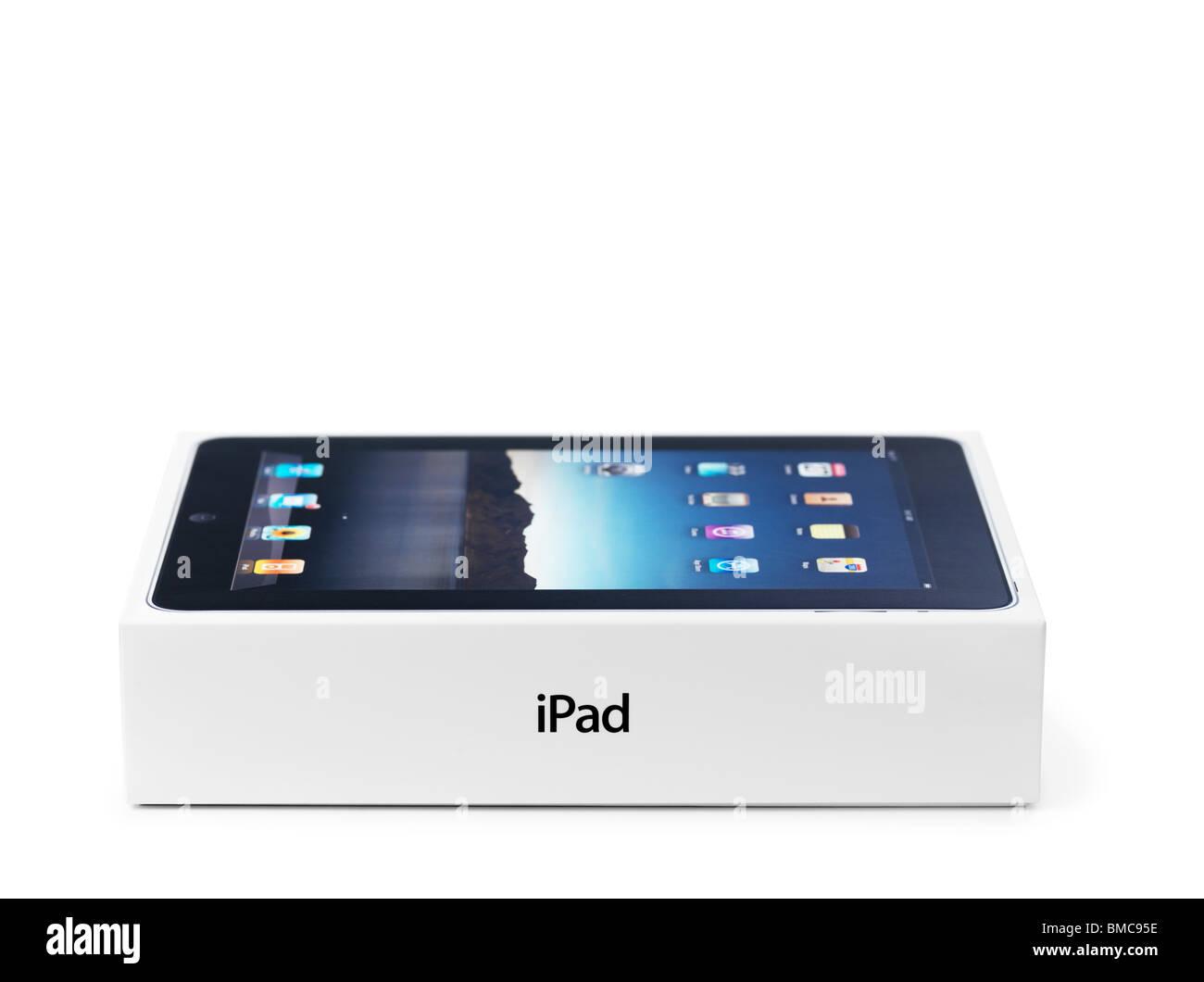 Apple iPad produit dans l'emballage. Isolé sur fond blanc. Photo Stock