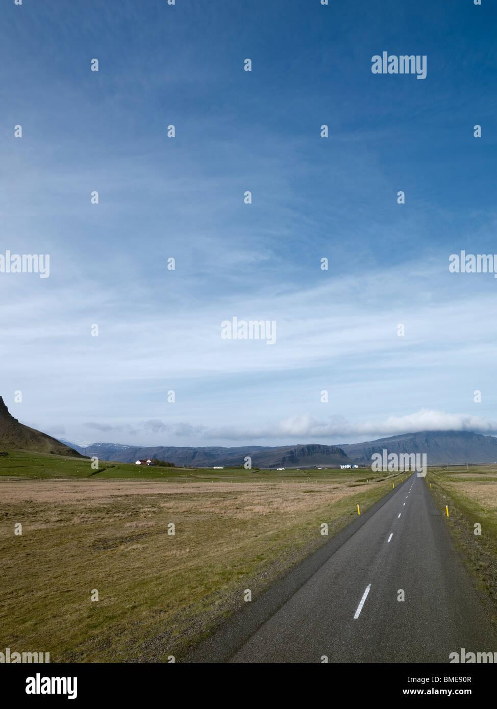 Route de campagne tout droit Photo Stock