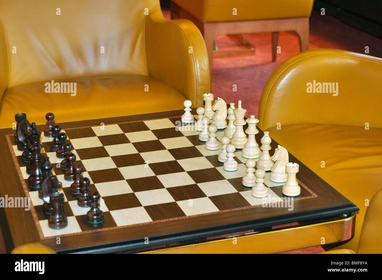 Conseil d'échecs et des morceaux Photo Stock