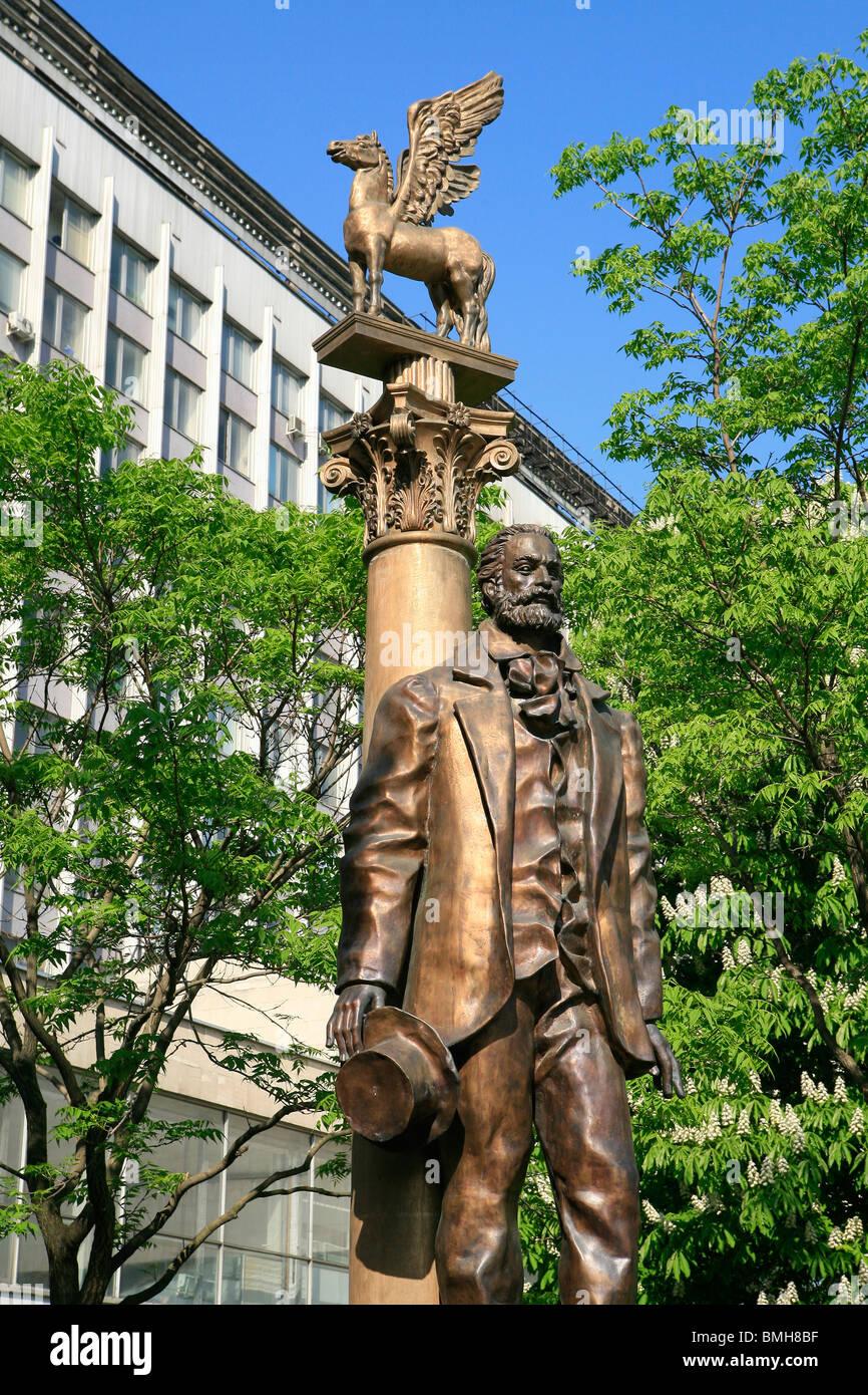 Monument de la poète, essayiste, journaliste et humaniste Walter Whitman (1819-1892) à l'extérieur de l'Université d'État Lomonossov de Moscou Banque D'Images