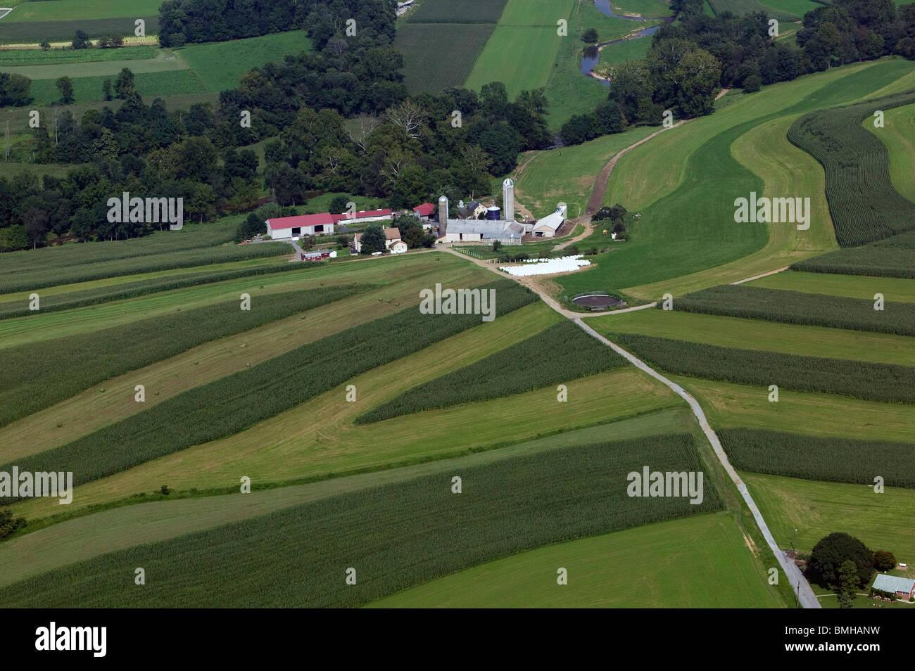 Vue aérienne au-dessus de la culture en contour le comté de Lancaster en Pennsylvanie Photo Stock