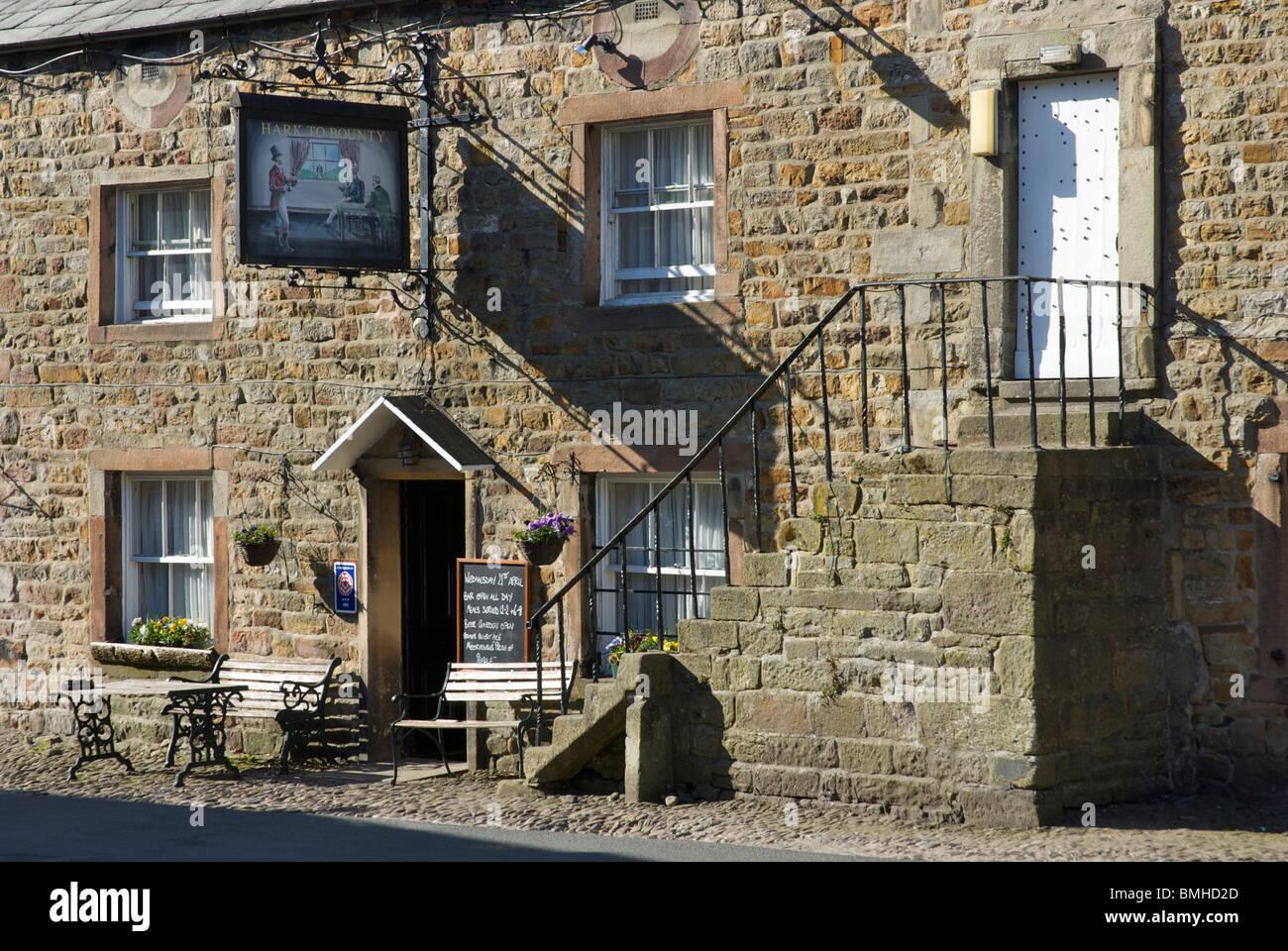Hark de Bounty pub, Slaidburn, creux de Bowland, Lancashire, England UK Photo Stock
