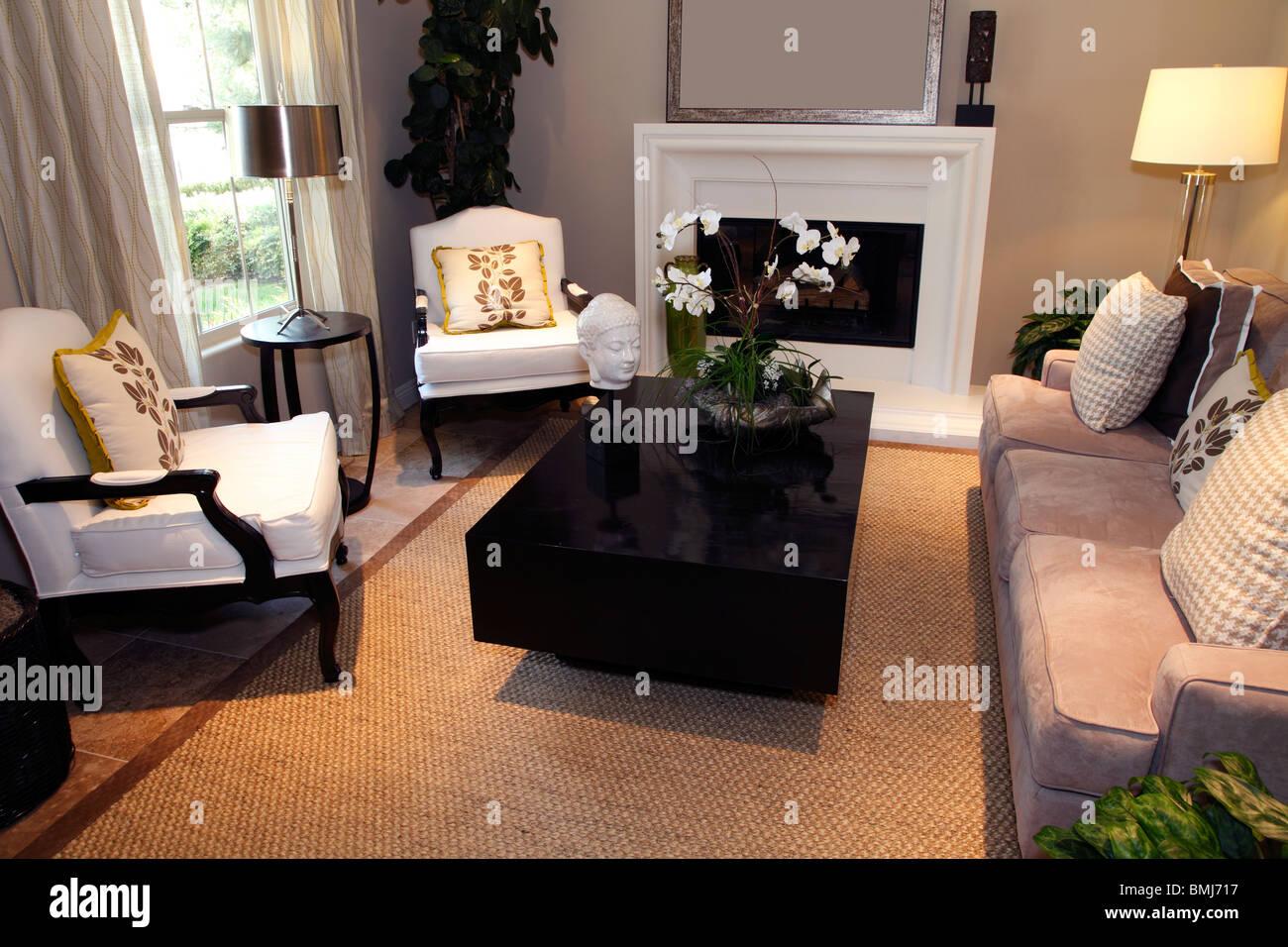 Accueil de luxe avec salon design intérieur élégant. Photo Stock
