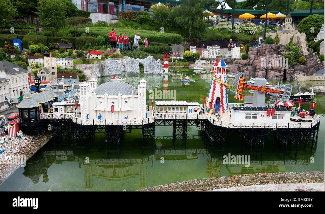 Le parc à thème Legoland, Windsor, Berkshire, Royaume-Uni, montrant un modèle de la jetée de Photo Stock