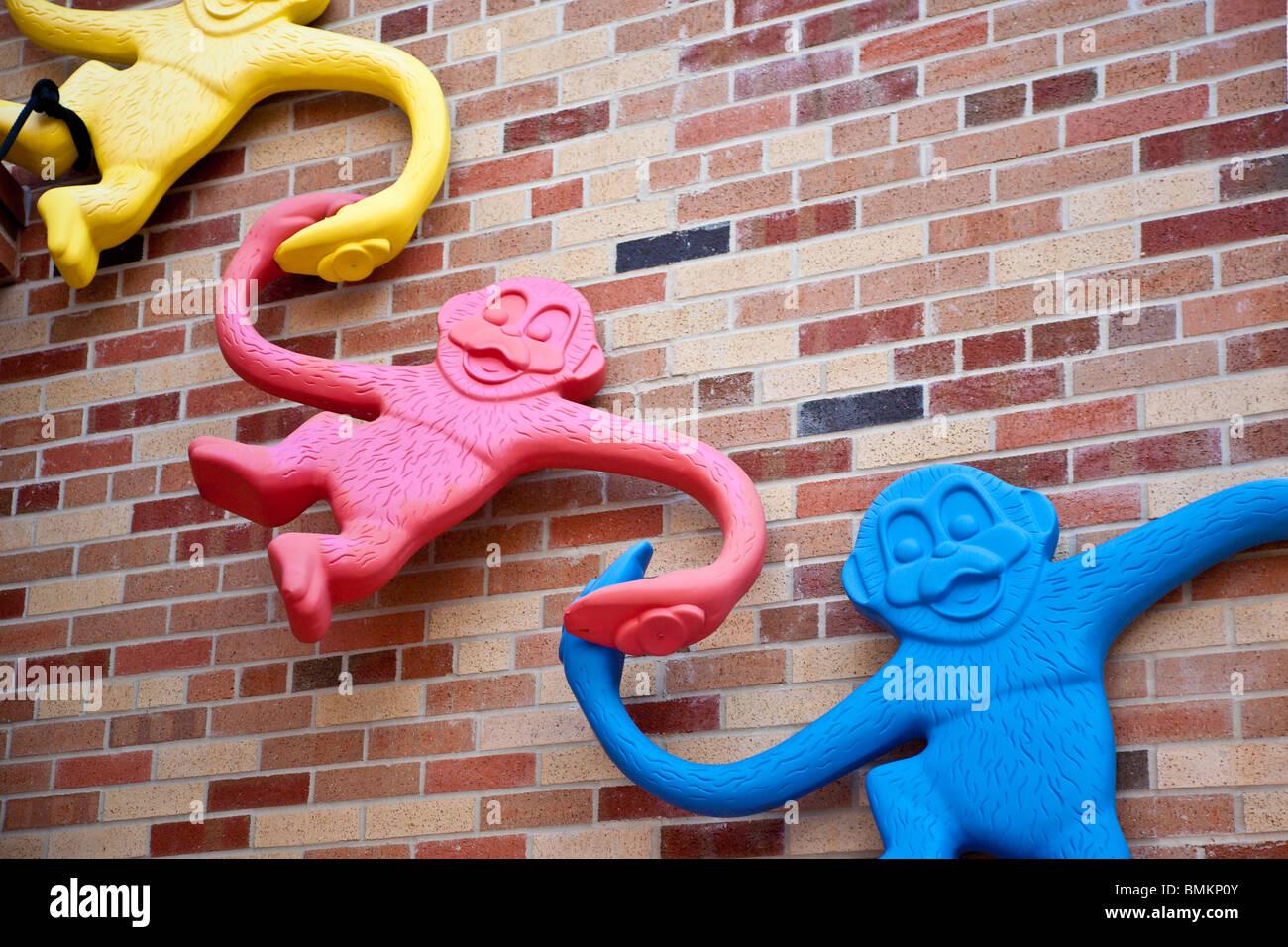Baril de singes des jouets utilisés comme décoration sur les ...