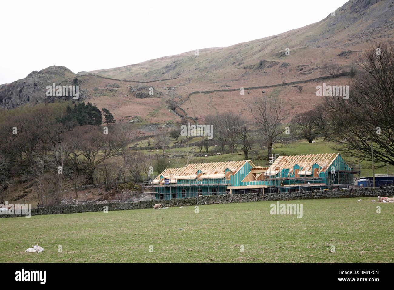 Une nouvelle construction en bois dans la région rurale de la Lake District National Park Cumbria England UK Photo Stock