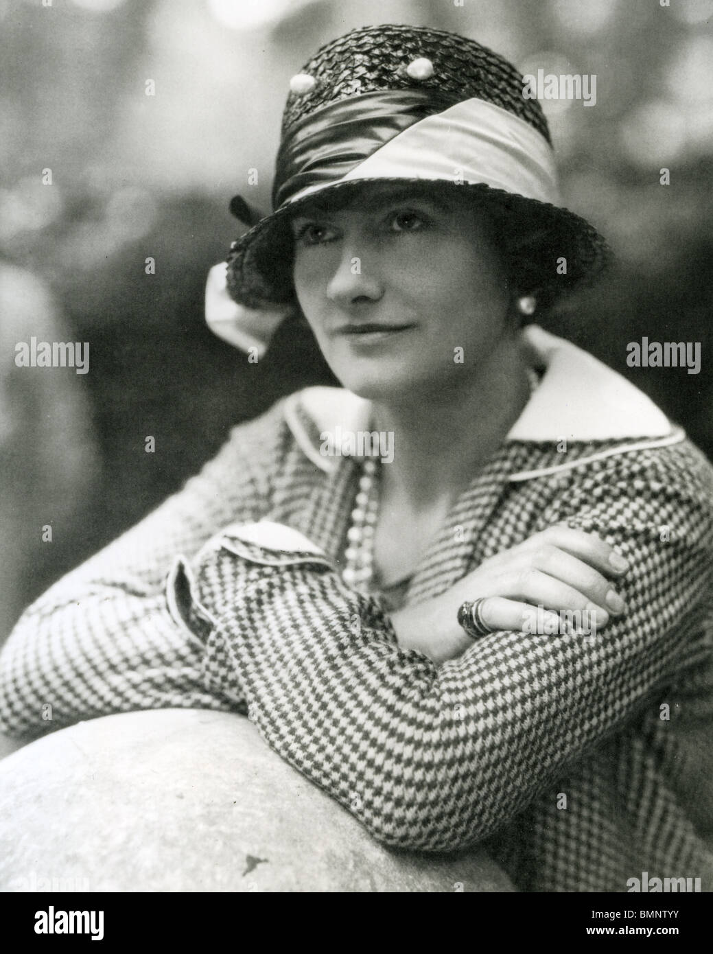 01d4d2fcc15 COCO CHANEL - couturier français (1883-1971) ici en 1929 Photo Stock
