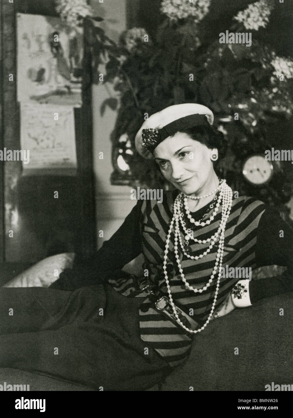 6bb8d3fbb94 COCO CHANEL - couturier français (1883-1971) ici en 1938 Photo Stock