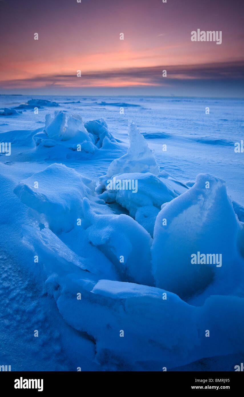Sculptures de glace sur la mer gelée à Larkollen à Rygge kommune, Østfold fylke, la Norvège. Photo Stock