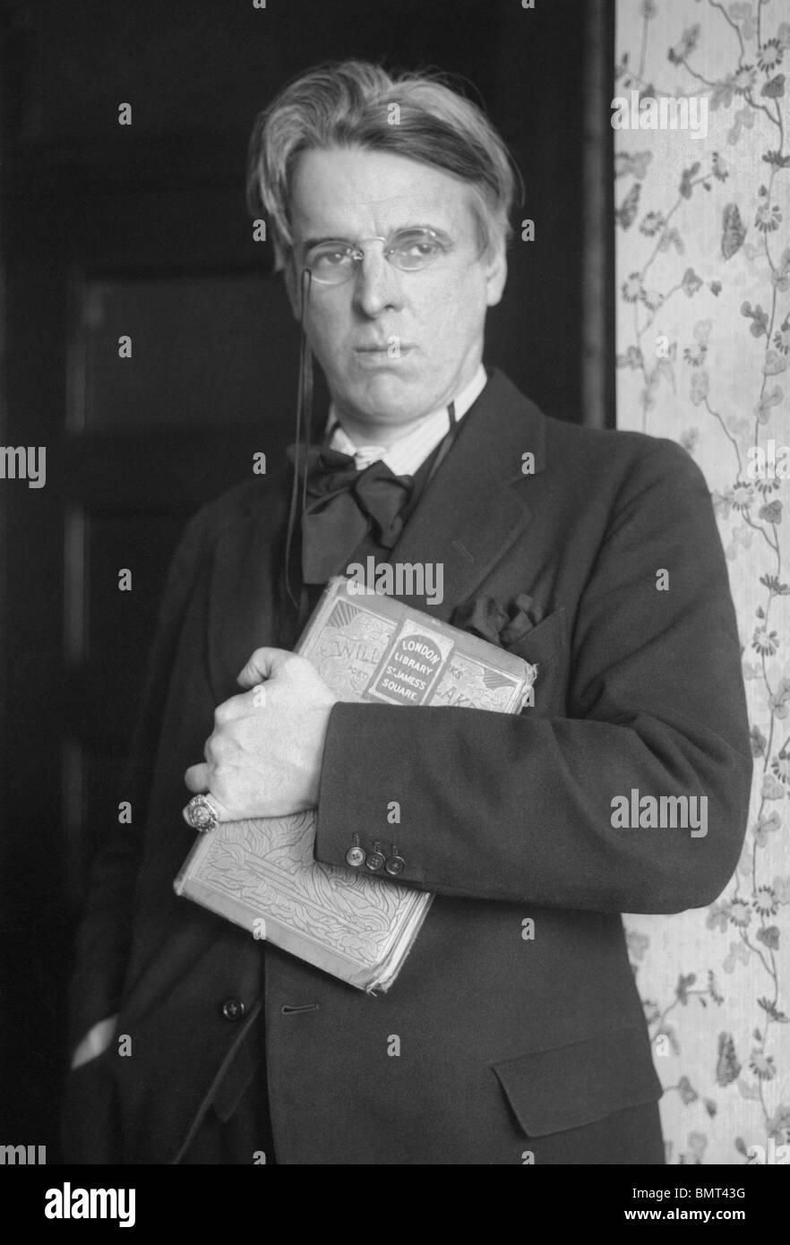 Portrait photo c1920s de poète irlandais William Butler Yeats (1865 - 1939) - lauréat du Prix Nobel de Photo Stock