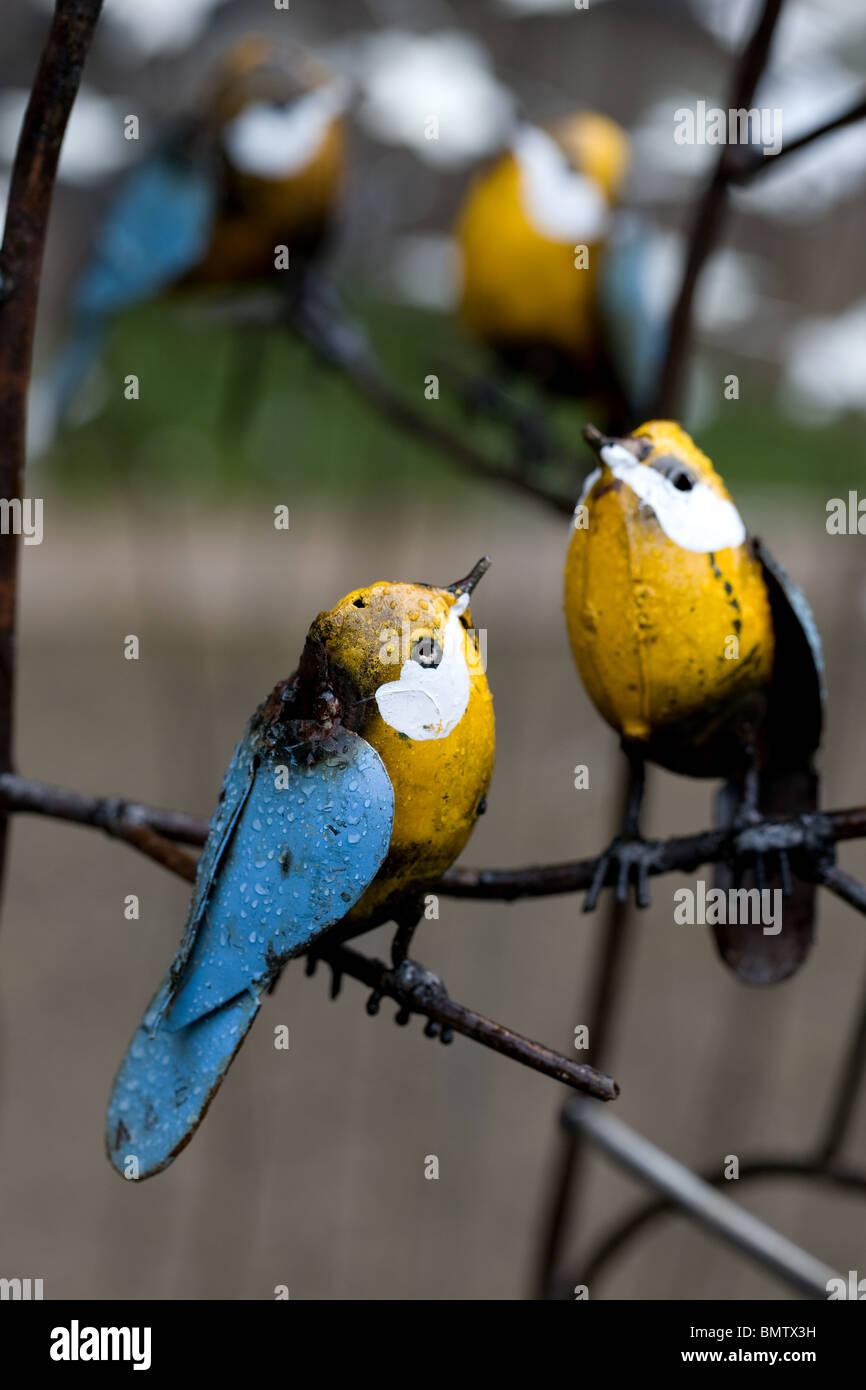 Oiseaux d'ornements de jardin en fer, de l'artisanat, les loisirs, le jardinage, fleurs, vert, nature, Photo Stock