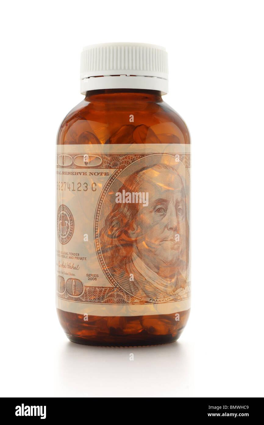 Concept de soins de santé - une bouteille de médicament et superposé 100 US dollar bill Photo Stock