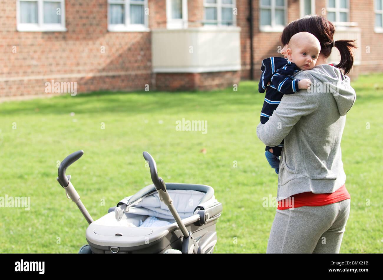 Mère seule avec bébé Photo Stock