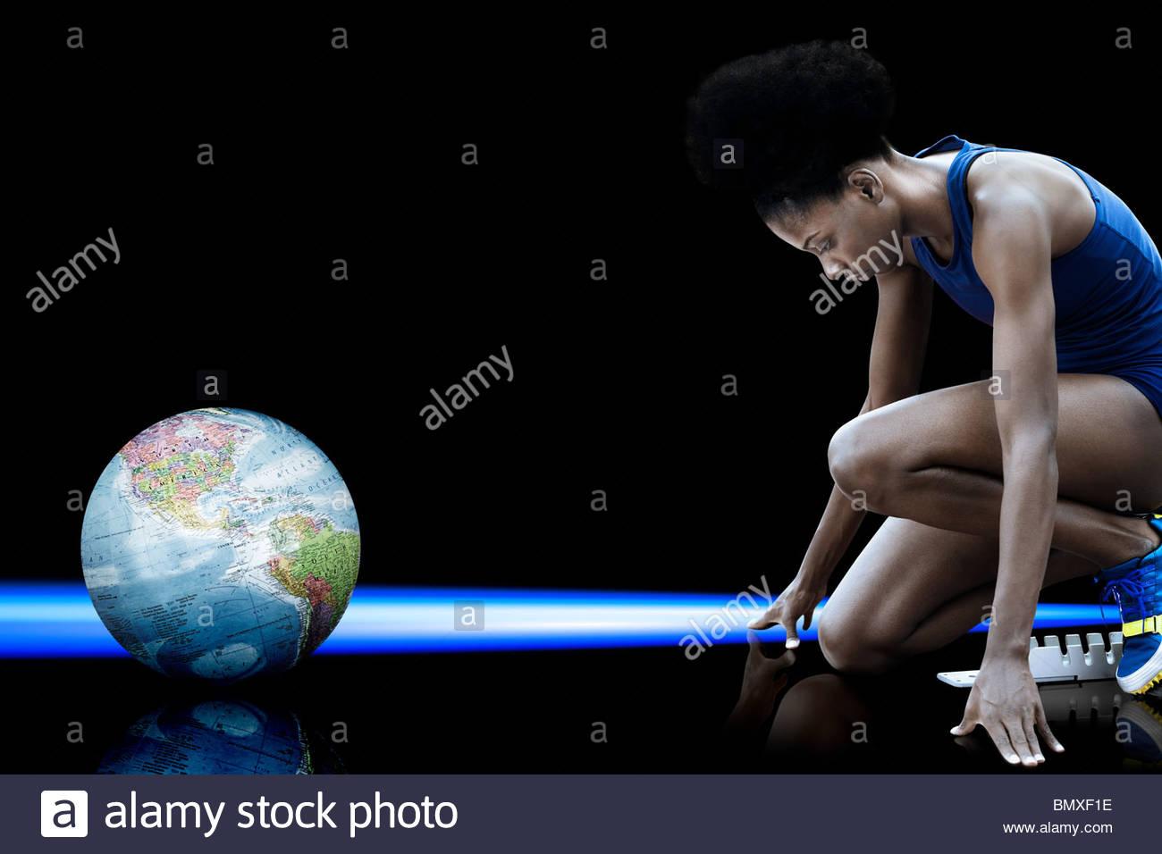 Athlète féminin et globe Photo Stock