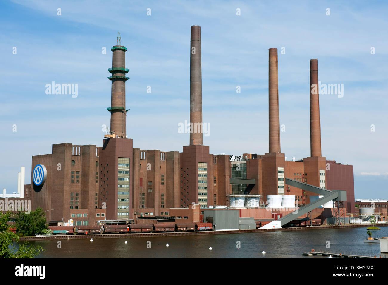 Usine automobile Volkswagen avec sa propre centrale électrique à Wolfsburg en Allemagne Photo Stock