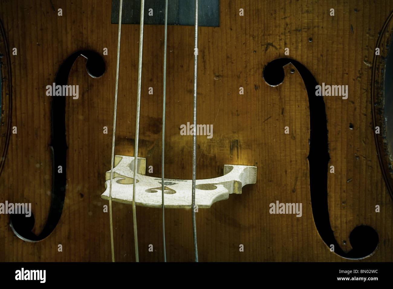 Détail d'un violoncelle trous F Photo Stock