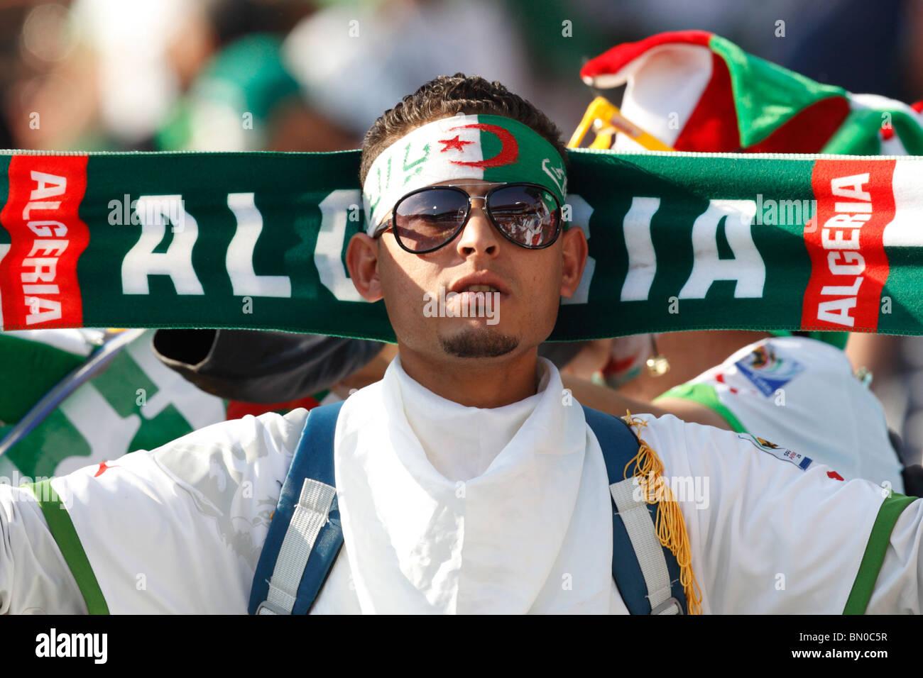 Un partisan de l'Algérie vu à une Coupe du Monde FIFA 2010 match de football entre l'Algérie Photo Stock