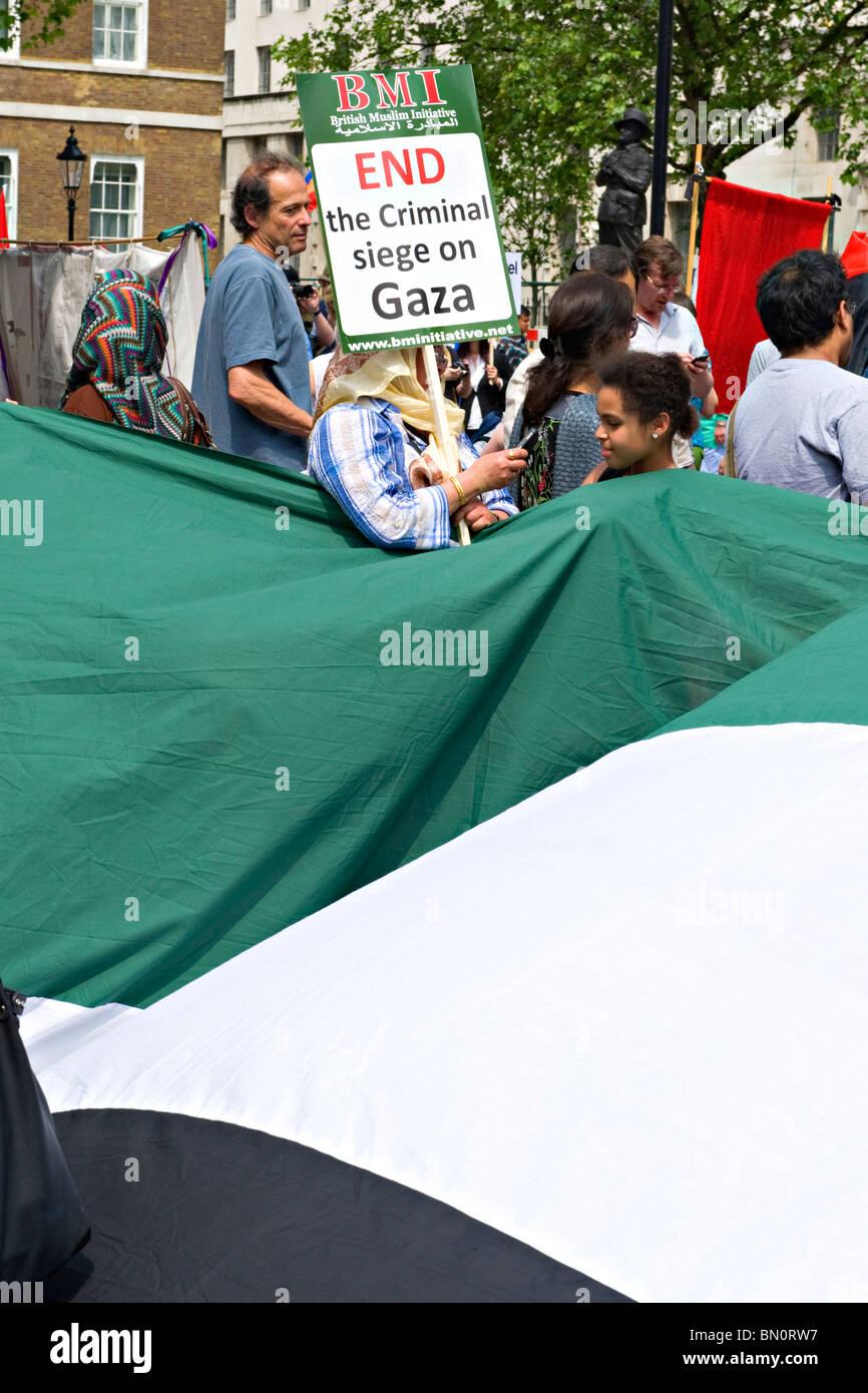 Mars les participants au cours d'une manifestation contre le blocus israélien de Gaza en 2010 Photo Stock