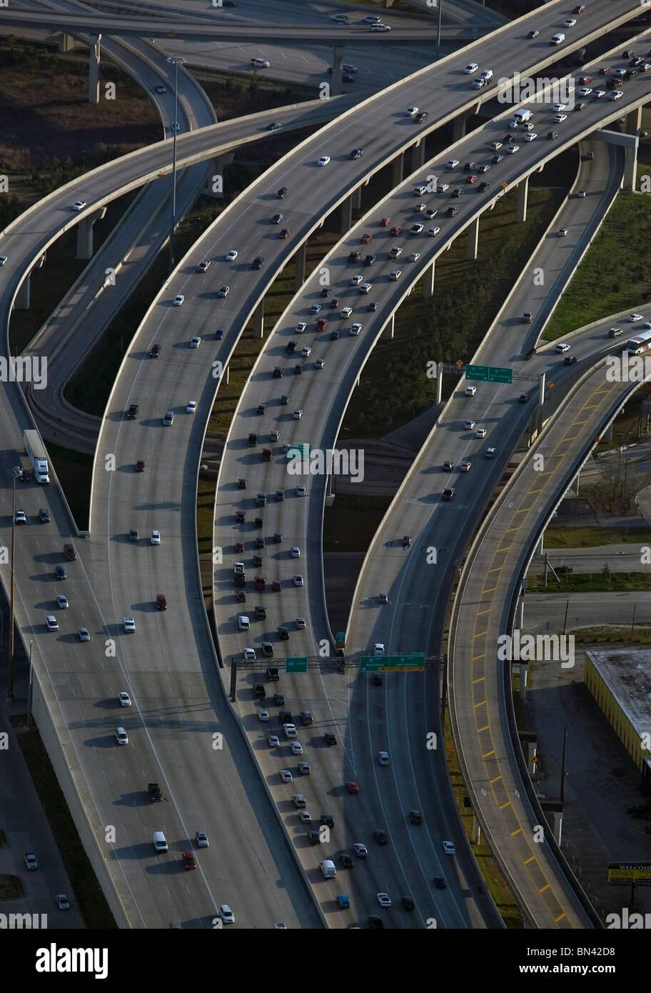 Vue aérienne au-dessus des automobiles de banlieue trafffic freeway Houston au Texas Photo Stock
