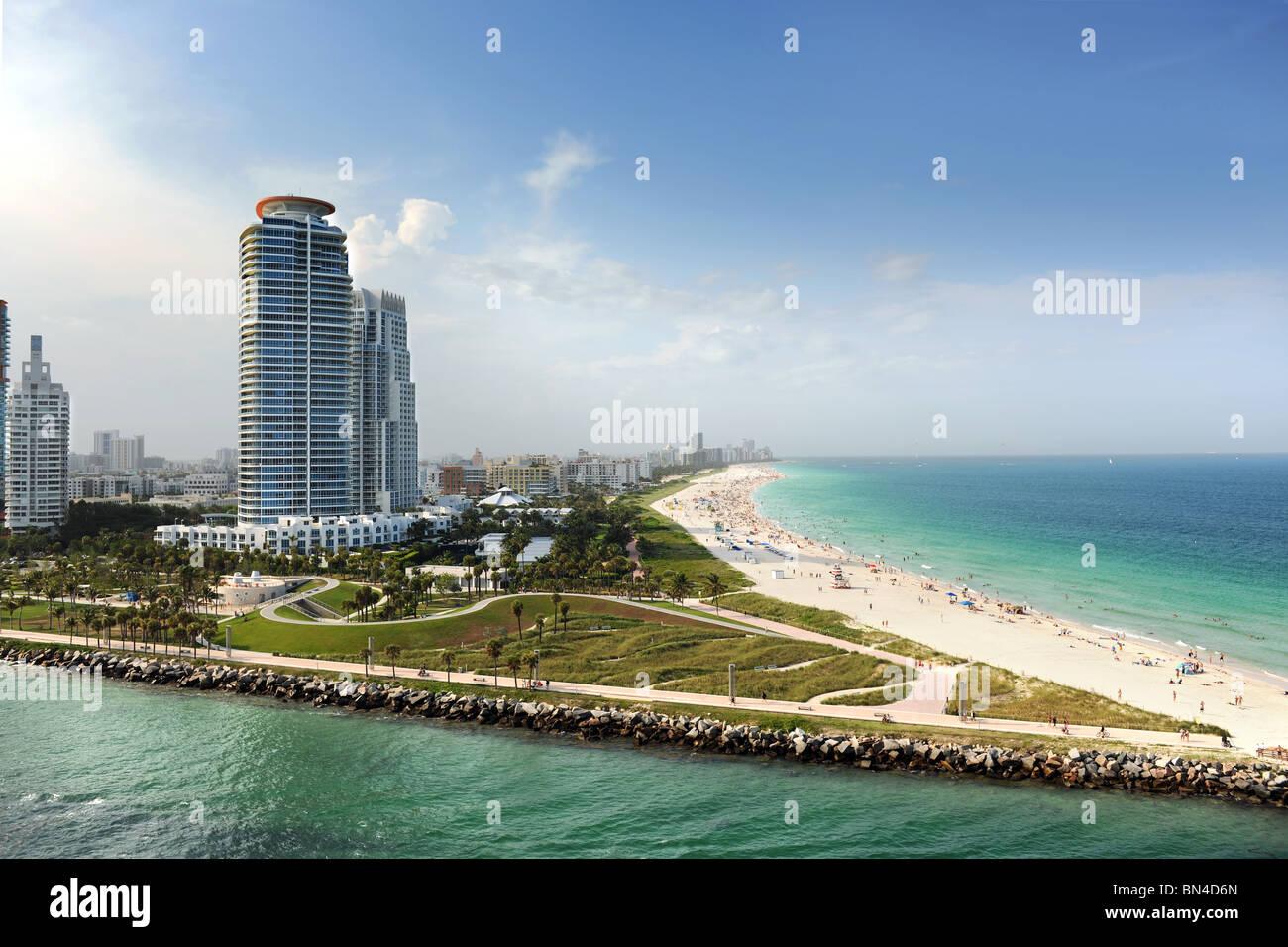 Miami Beach en Floride avec des appartements de luxe et des voies navigables Photo Stock