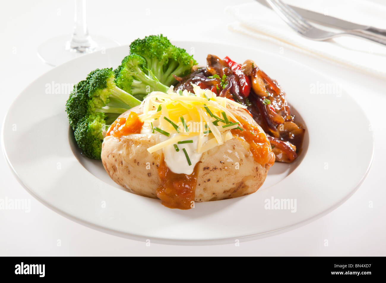 Pomme de terre au four avec le steak et brocoli Photo Stock