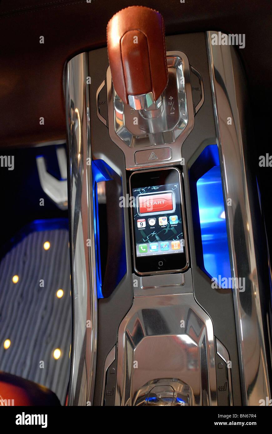 I-phone dans le Land Rover LRX concept-car à Gaydon, 05-02-2008. Photos de John Robertson. Photo Stock