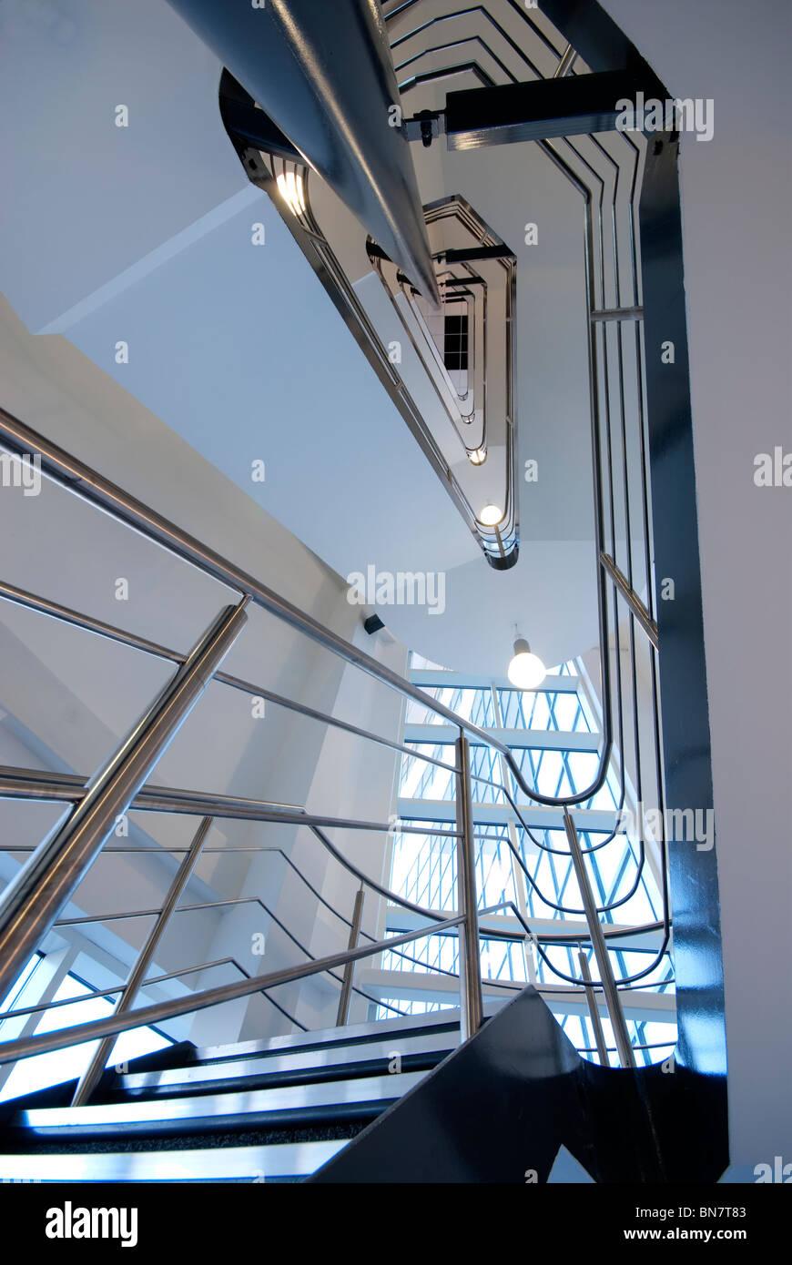 L'architecture moderne jusqu'à l'escalier Photo Stock