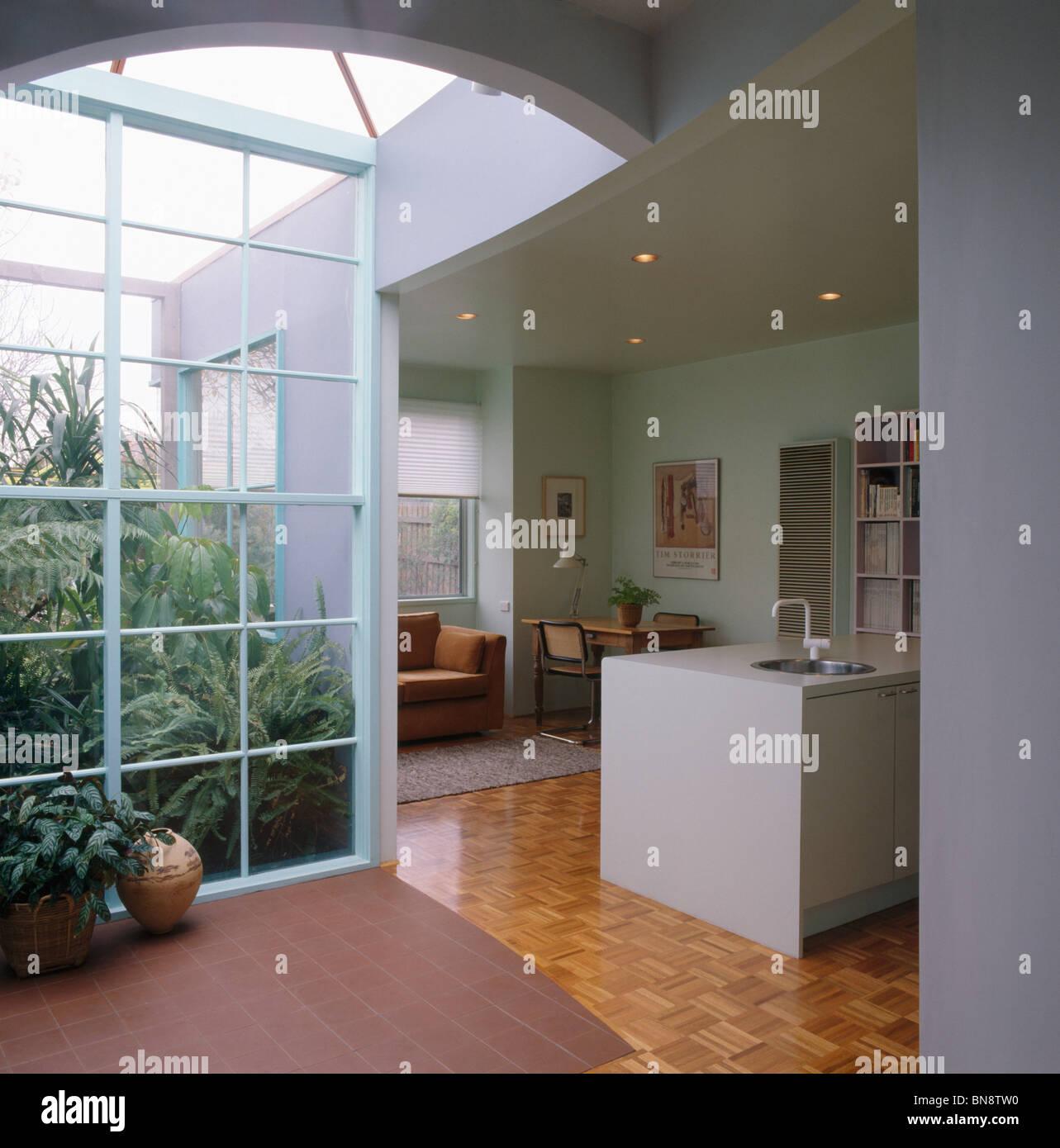 Salon Et Cuisine Aire Ouverte dans l'atrium moderne à aire ouverte salon et cuisine banque