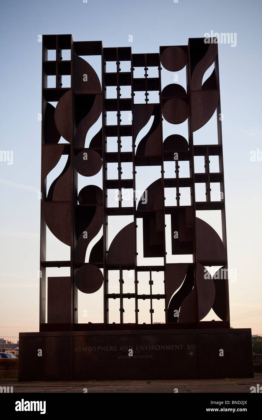 Atmosphère et l'environnement XII, sculpture de Louise Nevelson, 1970, Philadelphia Museum of Art, Philadelphie, Photo Stock