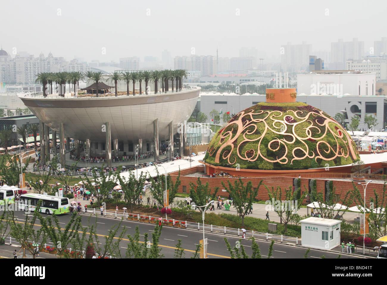 L'Arabie Saoudite Date pavillon avec palmiers plantés sur le dessus. Pavillon de l'Inde suivant. Photo Stock
