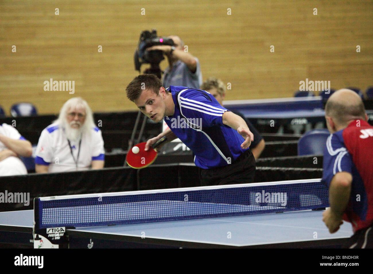 Johan Eriksson Gotland gagne matchpoint en tennis de table finale de l'équipe de l'île de Natwest Photo Stock