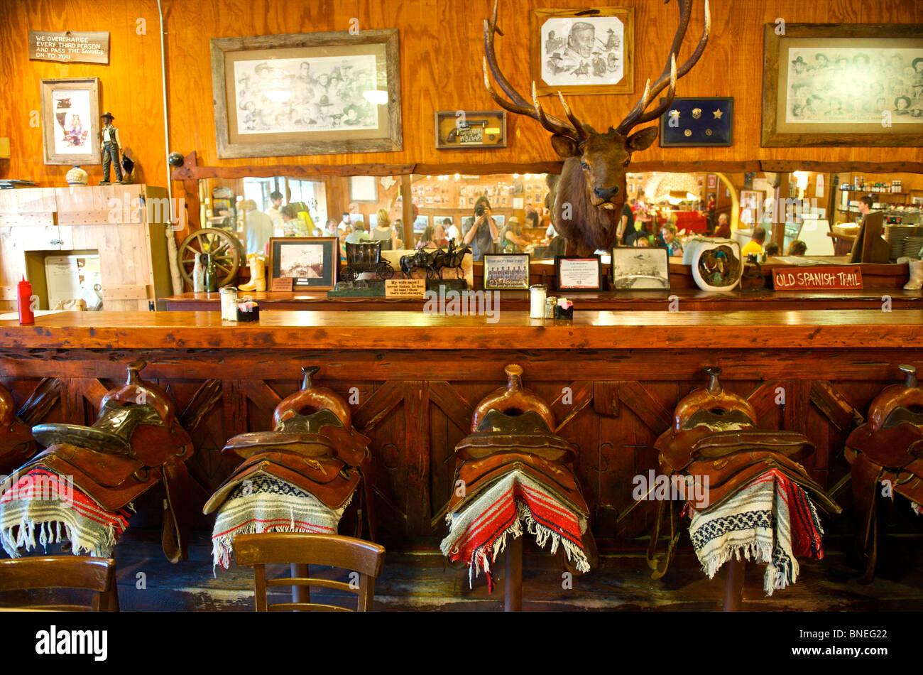 À l'intérieur d'un bar espagnol Bandera, Hill Country, Texas, États-Unis Banque D'Images