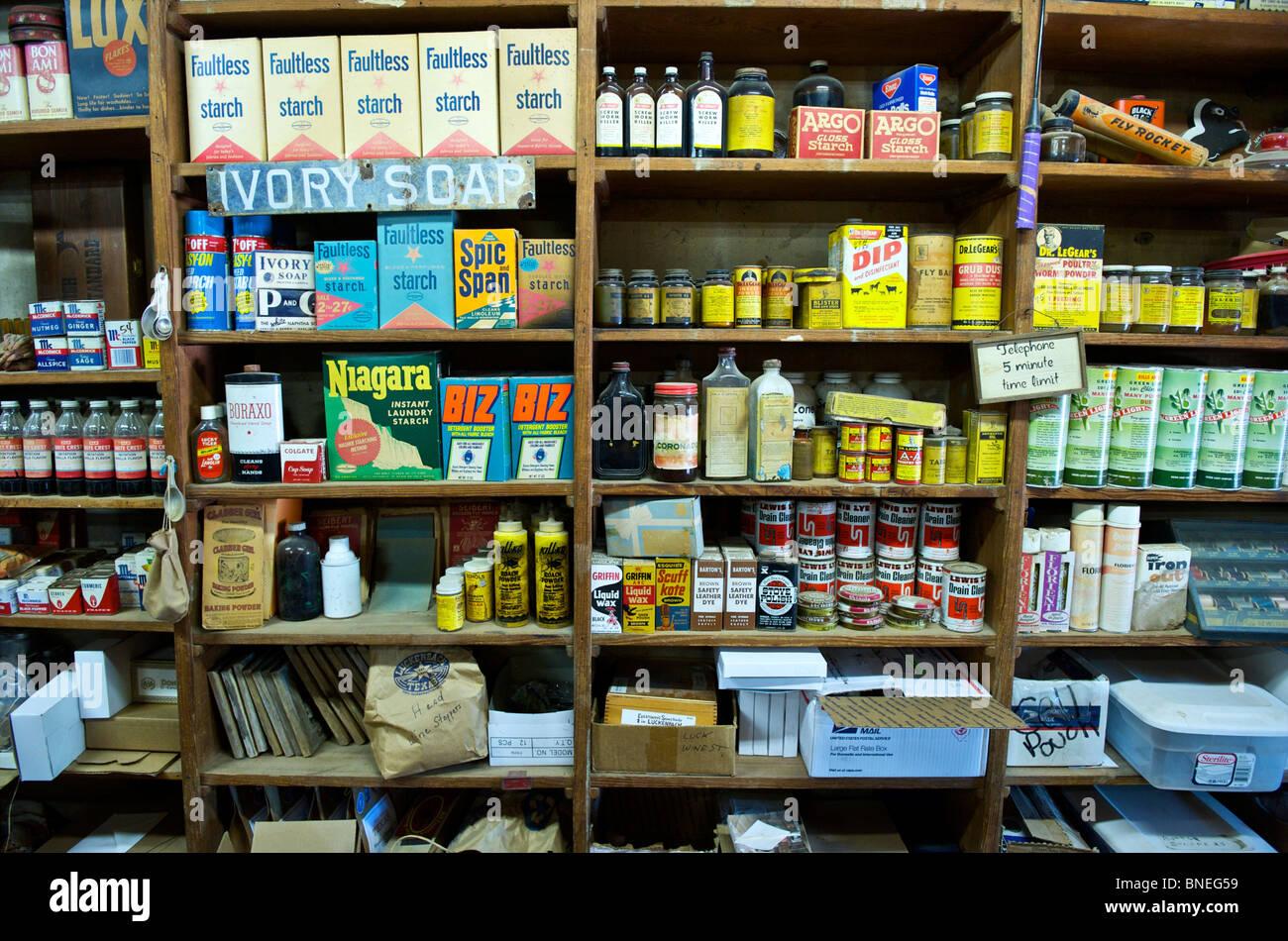 L'intérieur de la boutique du musée de Luckenbach, Texas Hill Country, en Amérique du Nord, Etats-Unis Banque D'Images