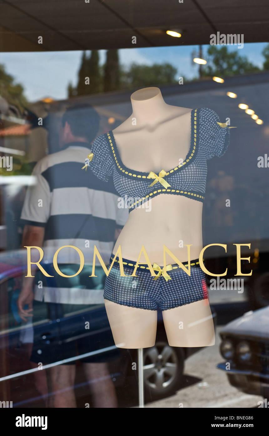 Lingerie frénésie affiché sur mannequin en vente en magasin au Texas en France Banque D'Images