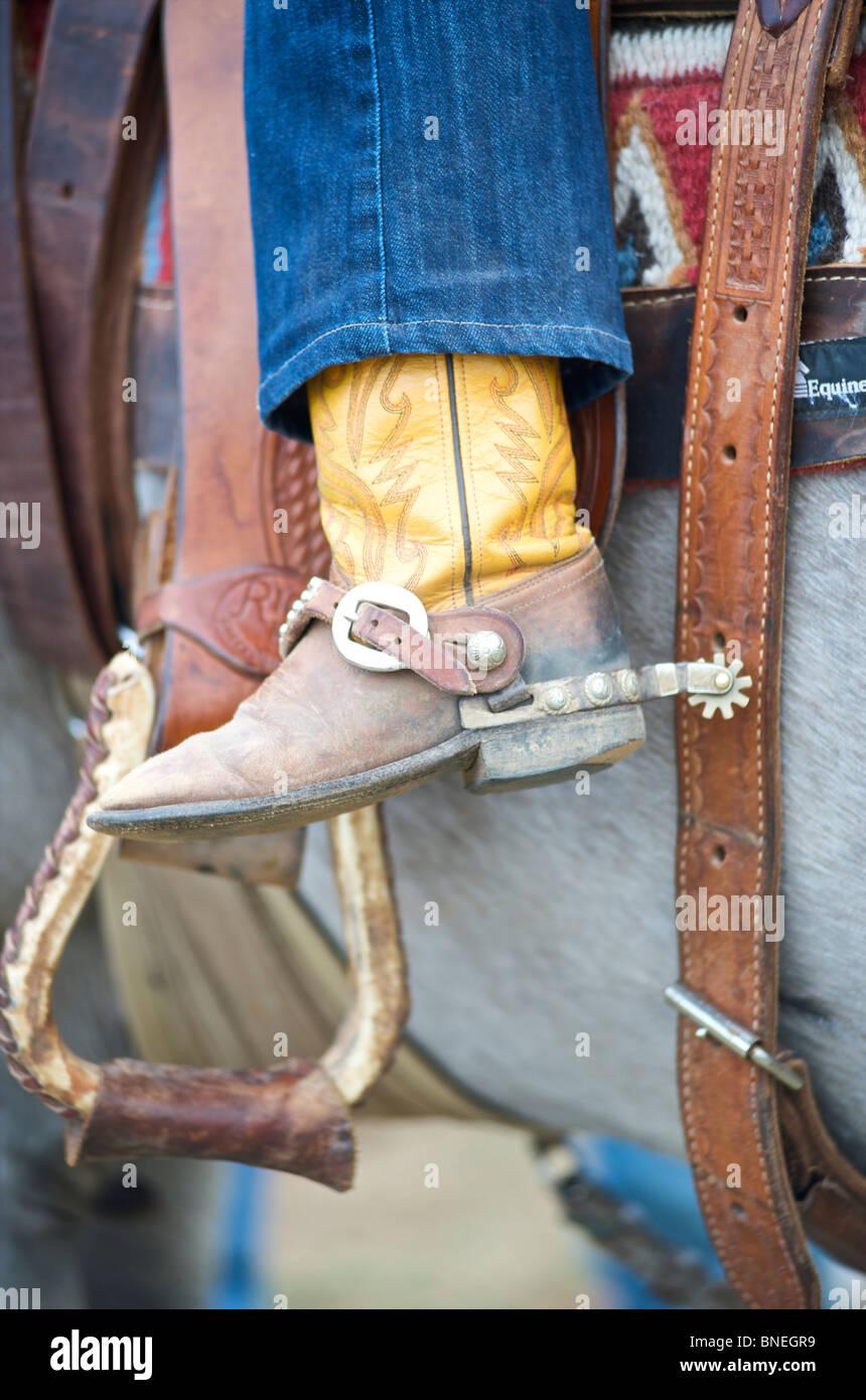 Et les éperons des bottes de cowboy riding horse Banque D'Images