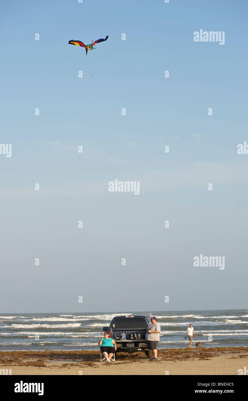 Du vrai couple having fun On The Beach Galveston, Texas, en Amérique du Nord, Etats-Unis Banque D'Images