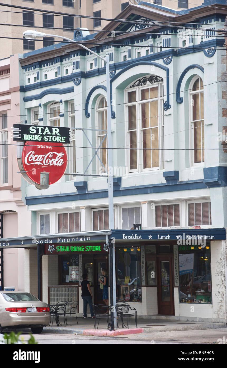 Star célèbre drug store avec la plus vieille enseigne au néon Coca Cola centre-ville de Galveston, Photo Stock