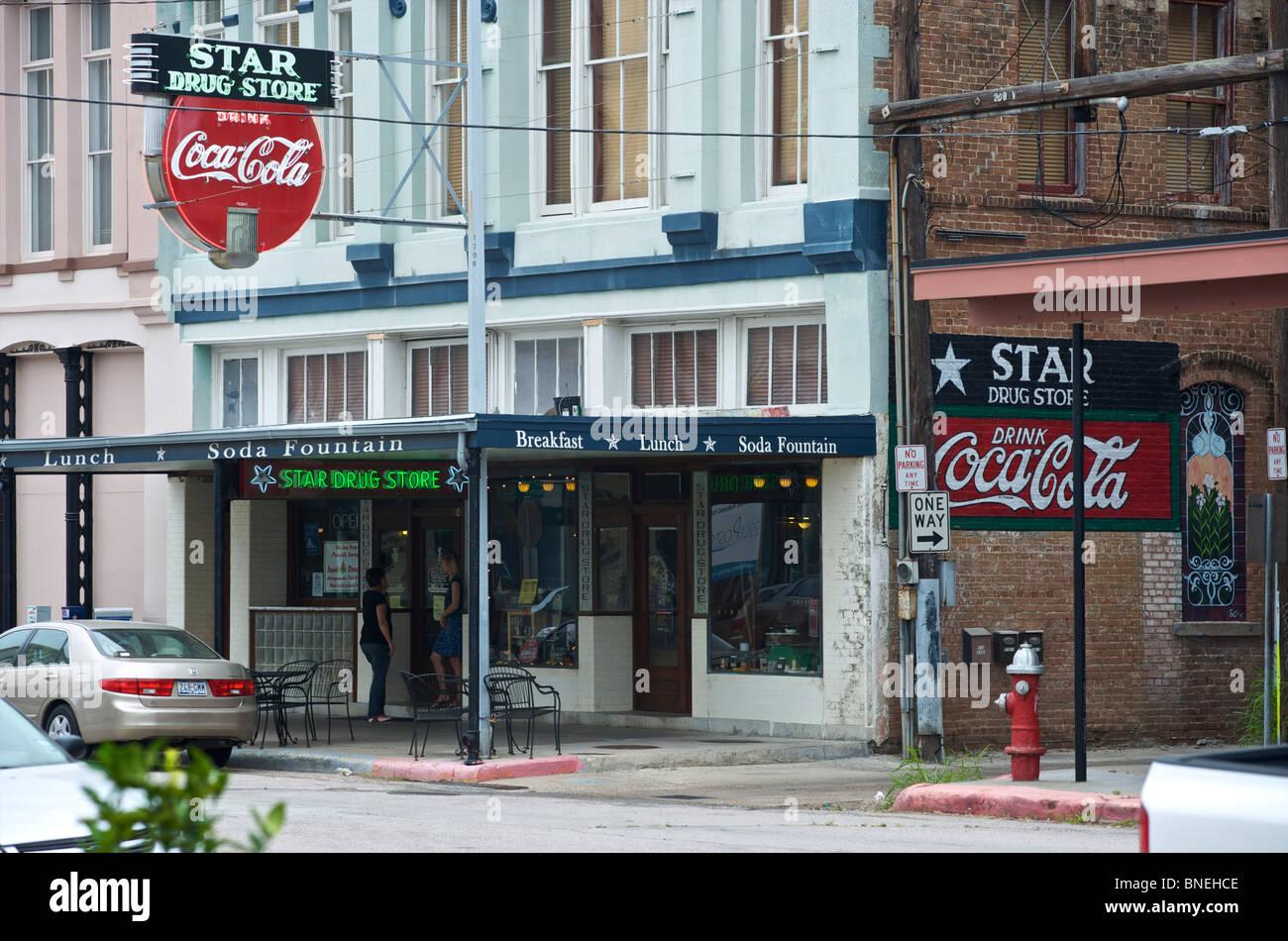 Star célèbre drug store avec la plus vieille enseigne au néon Coca Cola centre-ville de Galveston, Texas, États-Unis Banque D'Images