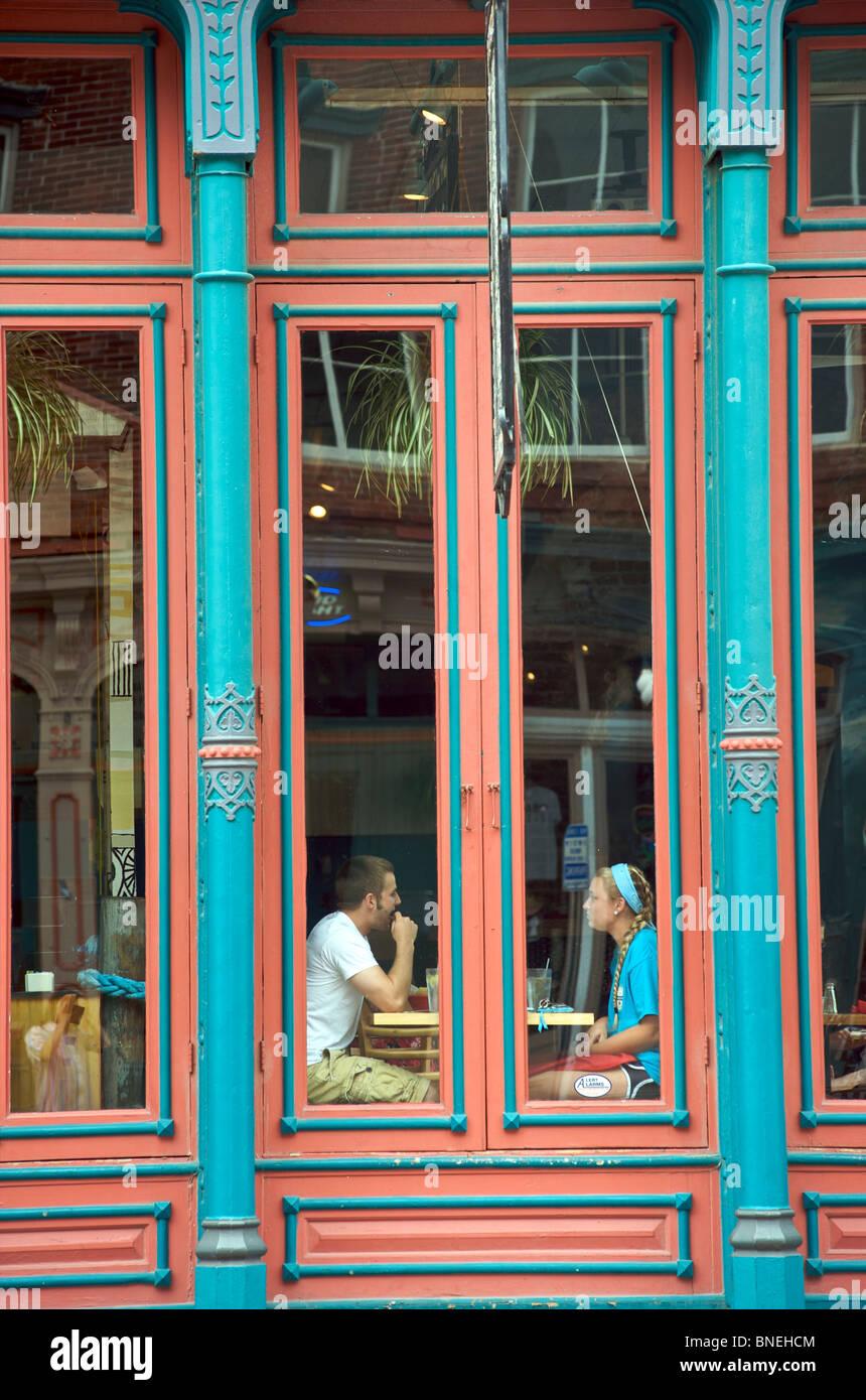 Couple sitting in restaurant Texmex centre-ville de Galveston, Texas, États-Unis Banque D'Images