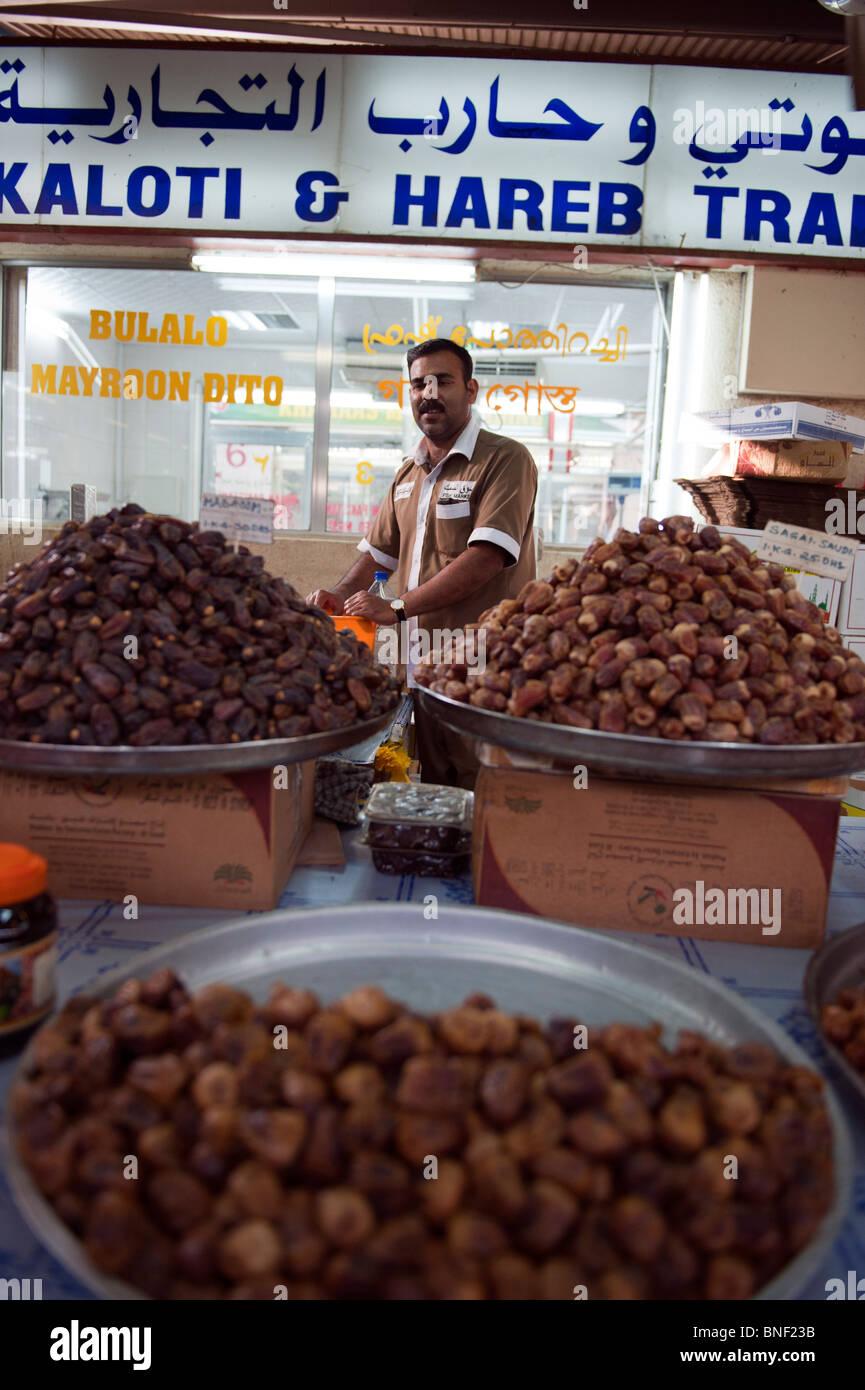 Date vendeur à Dubaï marché de fruits et légumes Photo Stock