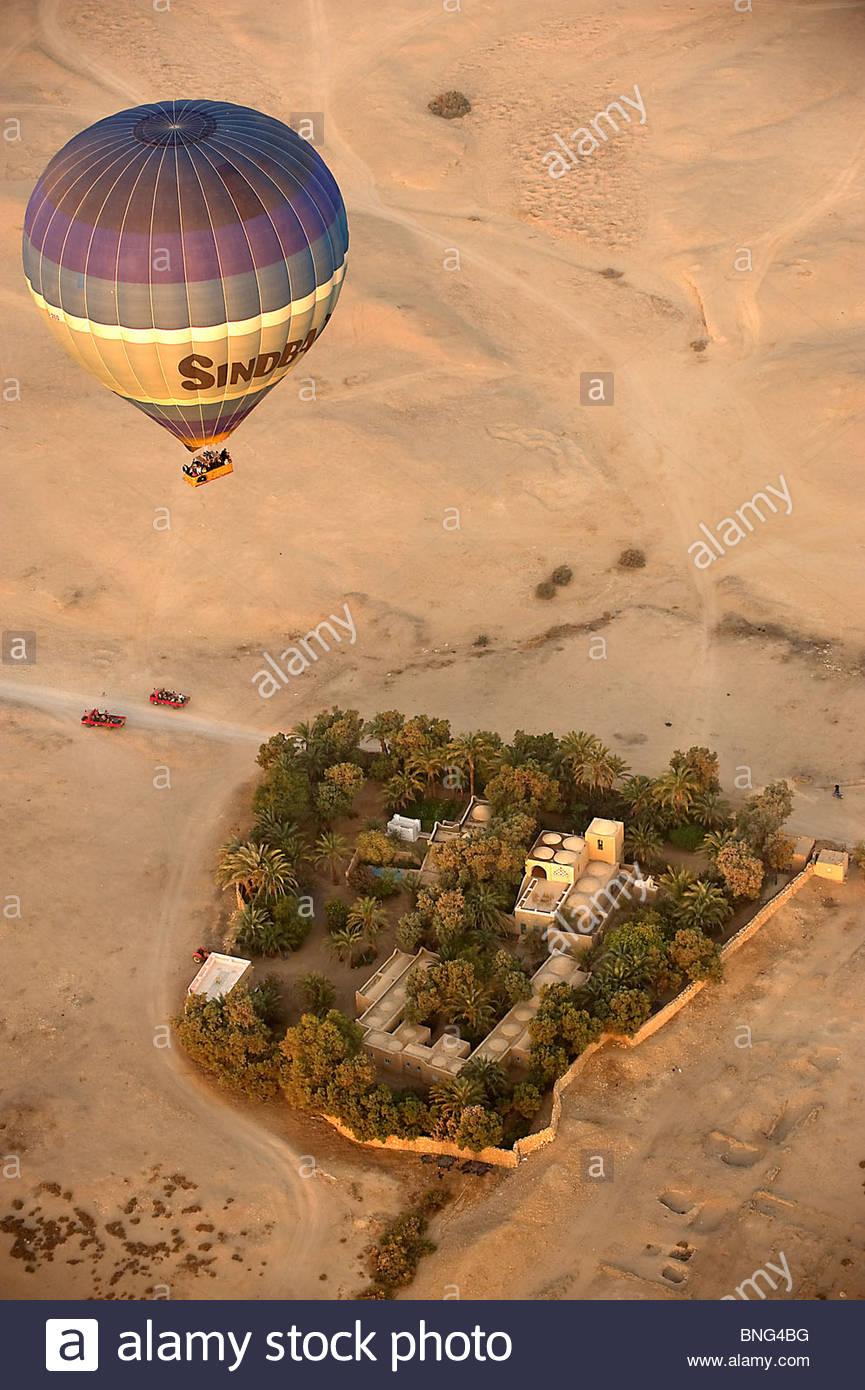 Vol en ballon au-dessus de la vallée des artisans et de la Vallée des Rois. Louxor Egypte, Photo Stock