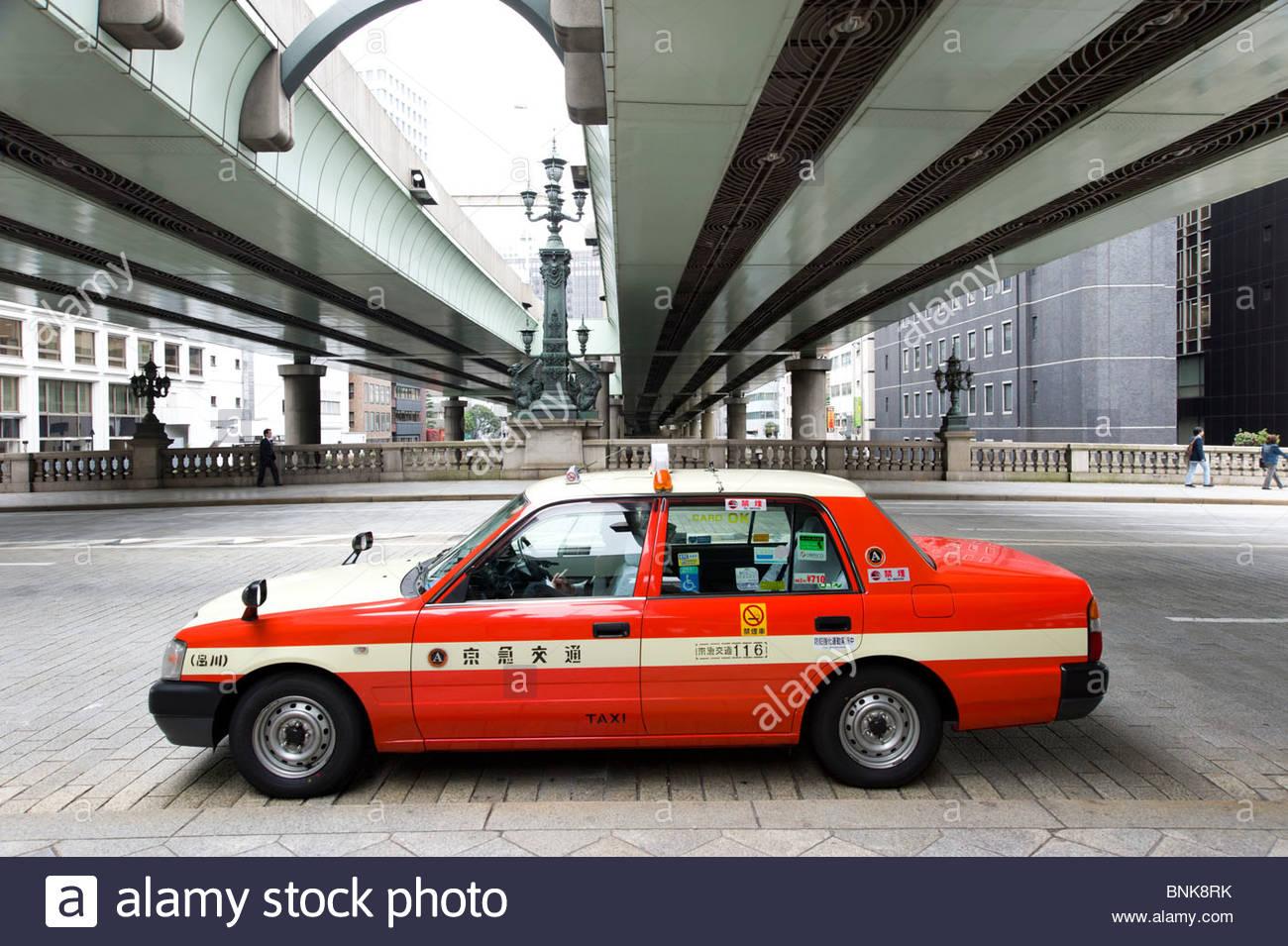 Taxi sur Nihombashi Bridge, Tokyo, Japon Photo Stock