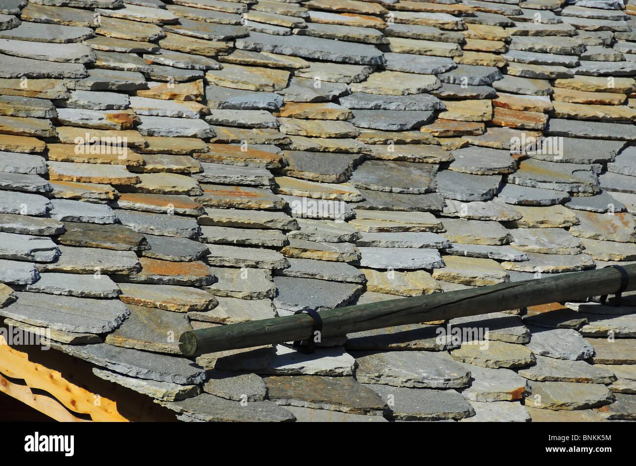Coller Des Ardoises Entre Elles chalet suisse maison maison en pierre détails de toiture